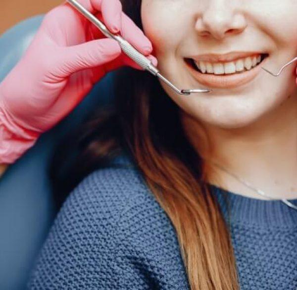 beautiful-girl-sitting-in-the-dentists-office-adentaloffice